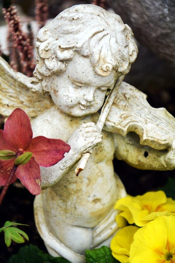 Θρησκευτικός παλαιός άγγελος ως διακόσμηση στο νεκροταφείο στοκ φωτογραφία με δικαίωμα ελεύθερης χρήσης