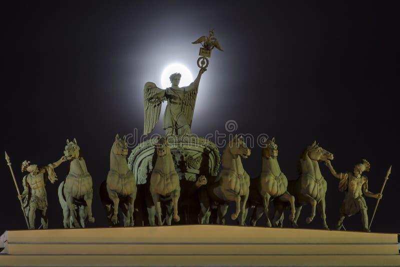 Θριαμβευτική αψίδα του κτηρίου Γενικού Επιτελείου στοκ εικόνες με δικαίωμα ελεύθερης χρήσης