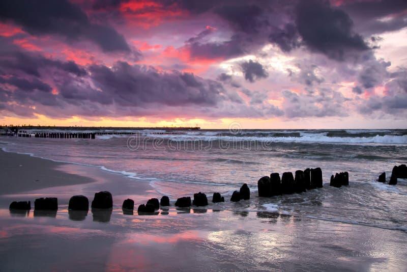 θυελλώδες ηλιοβασίλ&epsi στοκ φωτογραφία με δικαίωμα ελεύθερης χρήσης