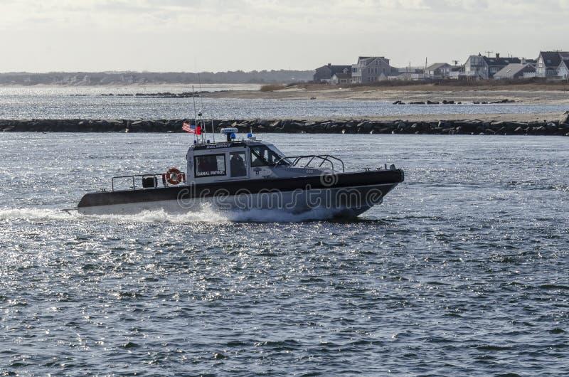 Θυελλώδες πρωί καναλιών βακαλάων ακρωτηρίων περιπολικών σκαφών στοκ φωτογραφία με δικαίωμα ελεύθερης χρήσης