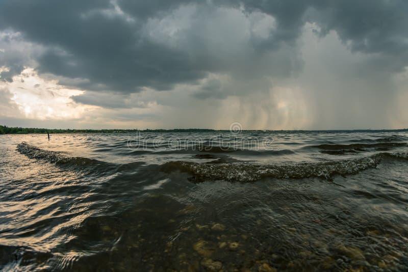 Θυελλώδης καιρός επάνω από τη λίμνη Cospudener κοντά στη Λειψία στοκ φωτογραφία με δικαίωμα ελεύθερης χρήσης