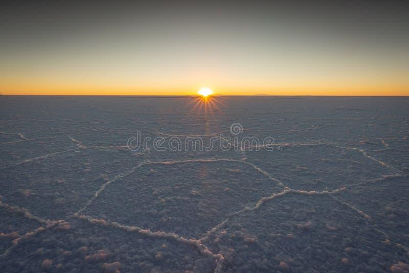 Θυελλώδης καιρός πέρα από καλυμμένα τα χιόνι βουνά στη Βολιβία στοκ φωτογραφίες με δικαίωμα ελεύθερης χρήσης