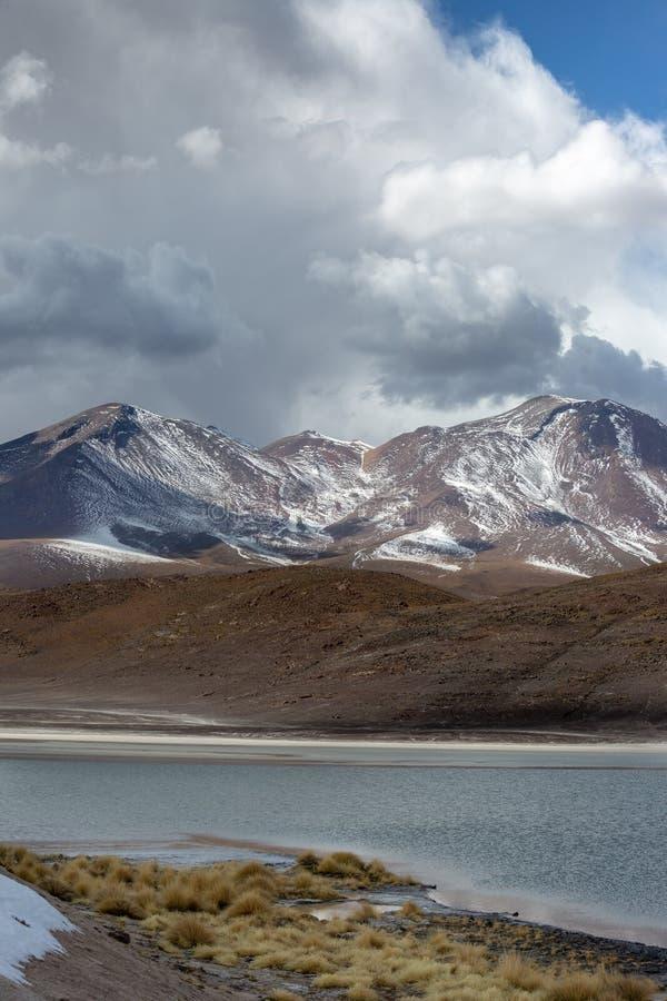 Θυελλώδης καιρός πέρα από καλυμμένα τα χιόνι βουνά στη Βολιβία στοκ φωτογραφία με δικαίωμα ελεύθερης χρήσης