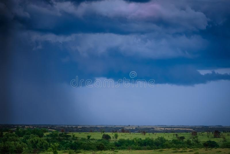 Θυελλώδης καιρός του Κάνσας και βαριές βροχοπτώσεις στοκ φωτογραφία με δικαίωμα ελεύθερης χρήσης