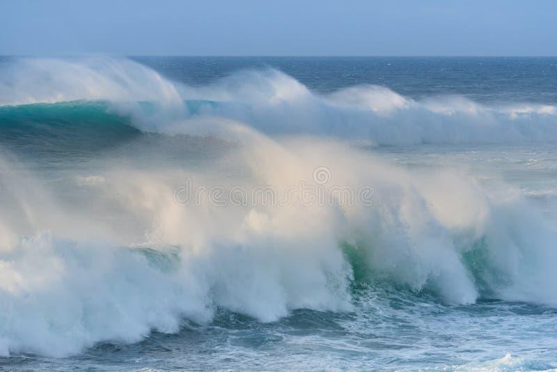 Θυελλώδη κύματα του Ατλαντικού Ωκεανού Lanzarote, Ισπανία στοκ εικόνα με δικαίωμα ελεύθερης χρήσης