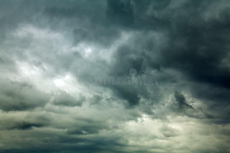 Θυελλώδη σύννεφα στοκ φωτογραφίες με δικαίωμα ελεύθερης χρήσης