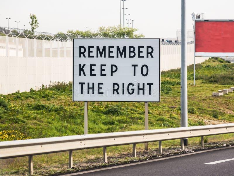 Θυμηθείτε να τηρήσετε το σωστό σημάδι σε Calais στοκ φωτογραφία με δικαίωμα ελεύθερης χρήσης