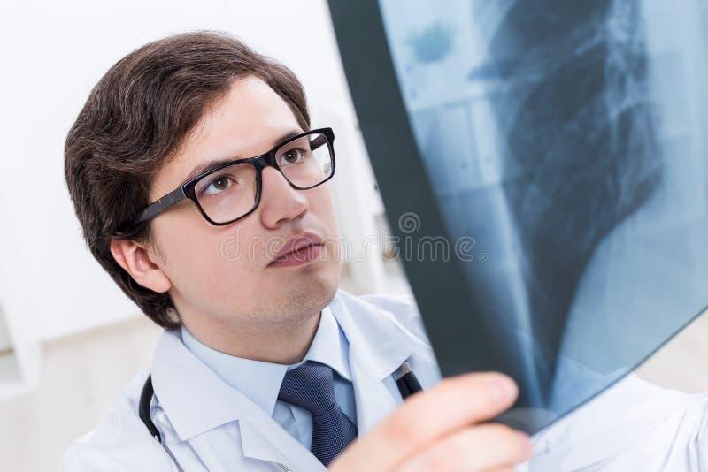 θωρακικός γιατρός που ε&x στοκ εικόνες