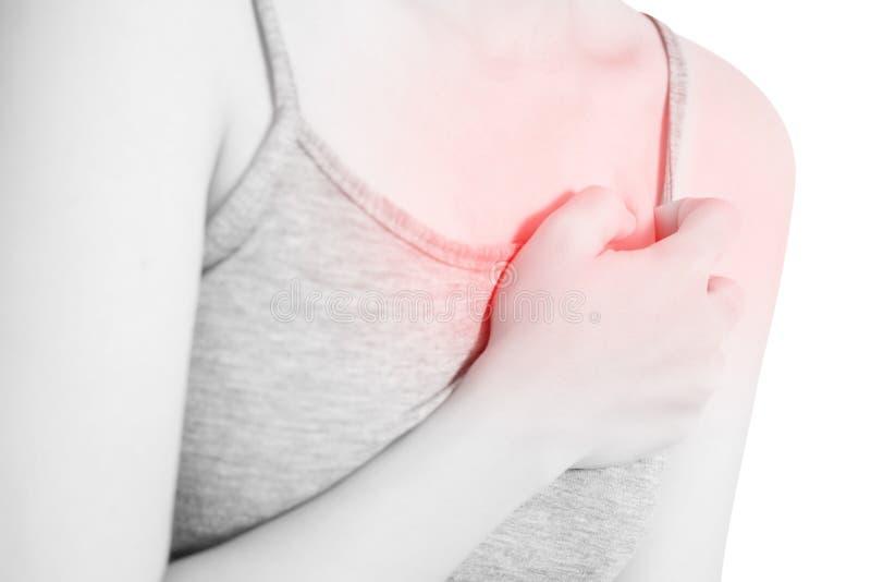 Θωρακικό πόνος ή άσθμα σε μια γυναίκα που απομονώνεται στο άσπρο υπόβαθρο Ψαλίδισμα της πορείας στο άσπρο υπόβαθρο στοκ εικόνα