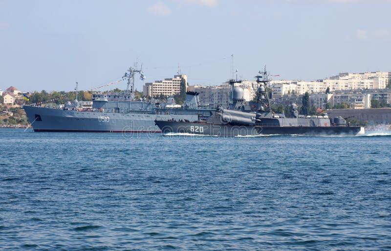 Θωρηκτά στο λιμάνι της Σεβαστούπολης στοκ εικόνα με δικαίωμα ελεύθερης χρήσης