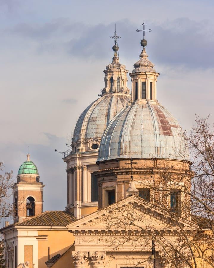 Θόλοι εκκλησιών στην κεντρική Ρώμη, Ιταλία στοκ φωτογραφία με δικαίωμα ελεύθερης χρήσης