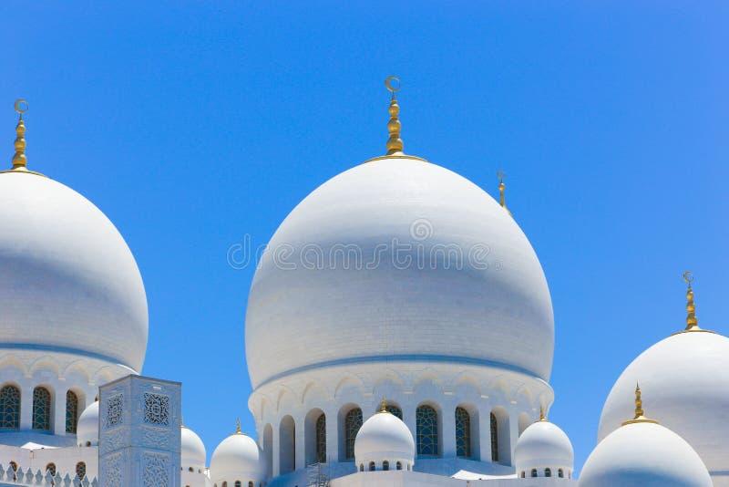 Θόλοι του μεγάλου μουσουλμανικού τεμένους Shaiekh Zayed στοκ εικόνες