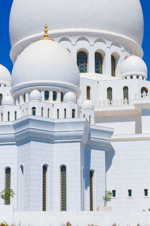 Θόλοι του μουσουλμανικού τεμένους Shaiekh Zayed - Αμπού Ντάμπι στοκ φωτογραφία
