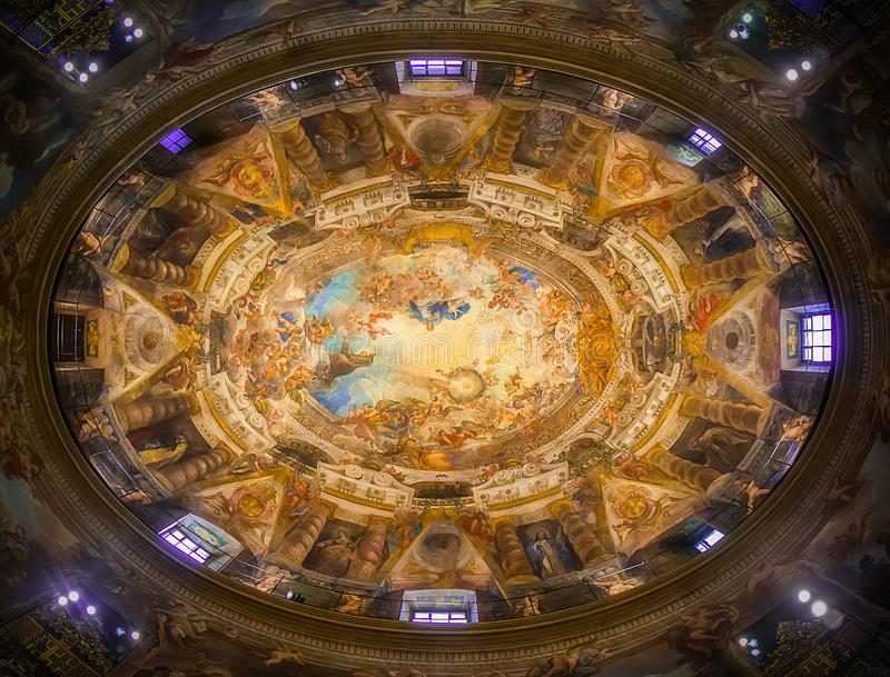 Θόλος και νωπογραφία της εκκλησίας του San Antonio de Los Alemanes στη Μαδρίτη, Ισπανία Ο ομορφότερος θόλος της Μαδρίτης στοκ φωτογραφία με δικαίωμα ελεύθερης χρήσης