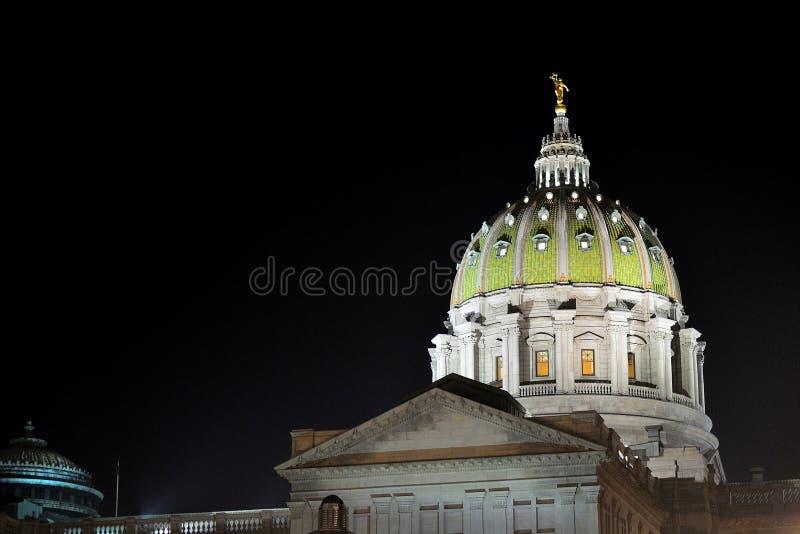 Θόλος οικοδόμησης κρατικού Capitol της Πενσυλβανίας τη νύχτα στοκ εικόνα με δικαίωμα ελεύθερης χρήσης