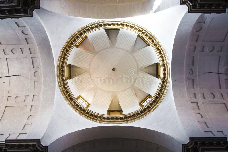 Θόλος στον καθεδρικό ναό της Πάδοβας Ιταλία, άποψη από το εσωτερικό Δημόσιος χώρος στοκ εικόνες