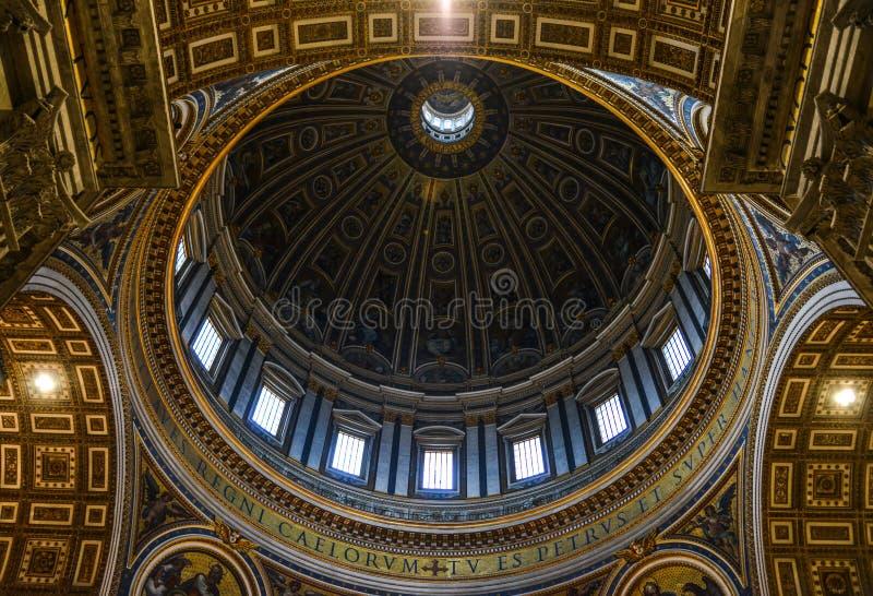 Θόλος της βασιλικής του ST Peters στο Βατικανό στοκ εικόνα με δικαίωμα ελεύθερης χρήσης