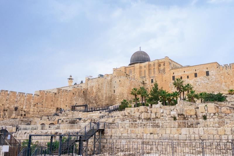 Θόλος του μουσουλμανικού τεμένους Al-Aqsa Ο νότιος τοίχος του ναού τοποθετεί στην Ιερουσαλήμ στοκ εικόνες