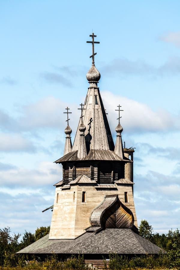 Θόλος του ορθόδοξου αρχαίου ξύλινου παρεκκλησιού Δημοκρατία της Καρελίας, Ρωσία στοκ εικόνες