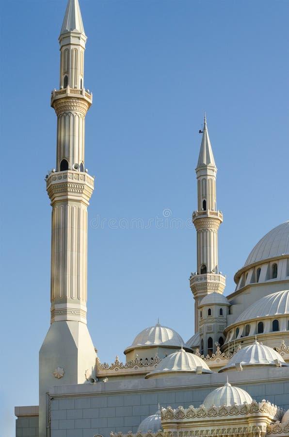 Θόλοι και μιναρή ενός μουσουλμανικού τεμένους, Ντουμπάι Ηνωμένα Αραβικά Εμιράτα στοκ φωτογραφία με δικαίωμα ελεύθερης χρήσης