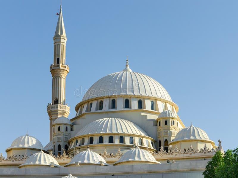 Θόλοι και μιναρή ενός μουσουλμανικού τεμένους, Ντουμπάι Ηνωμένα Αραβικά Εμιράτα στοκ εικόνες