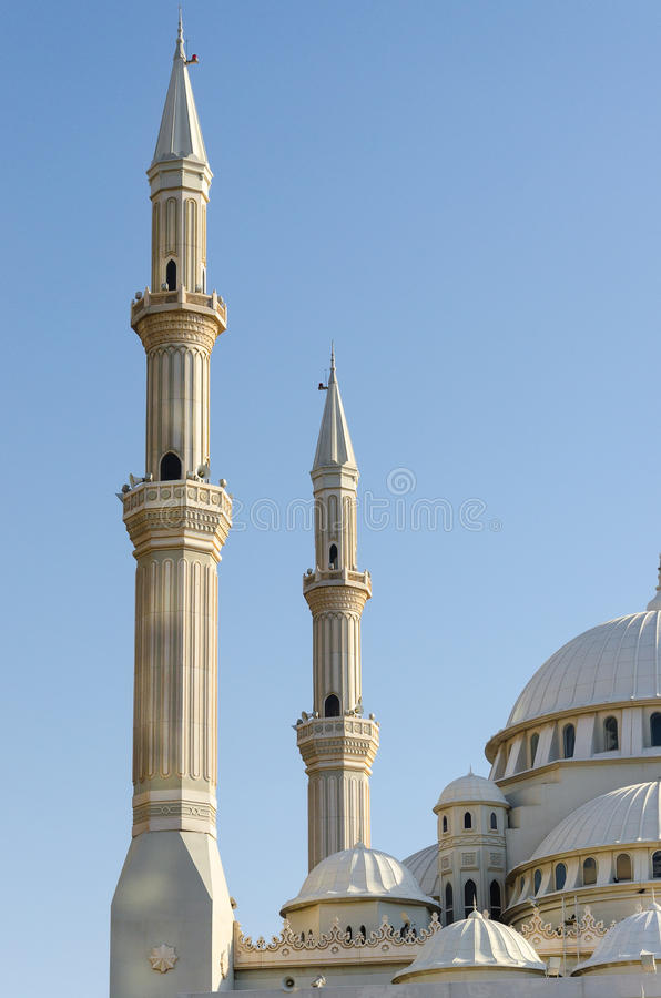 Θόλοι και μιναρή ενός μουσουλμανικού τεμένους, Ντουμπάι Ηνωμένα Αραβικά Εμιράτα στοκ φωτογραφία