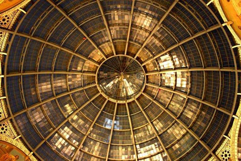 Θόλος γυαλιού Galleria Vittorio Emanuele ΙΙ στοά αγορών Μιλάνο, Ιταλία στοκ εικόνα με δικαίωμα ελεύθερης χρήσης