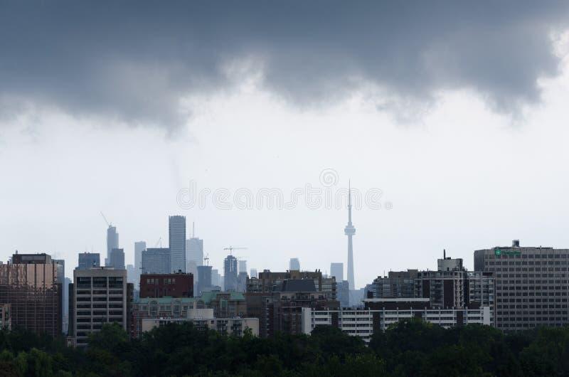Θύελλα βροχής πέρα από το Τορόντο στοκ εικόνες με δικαίωμα ελεύθερης χρήσης