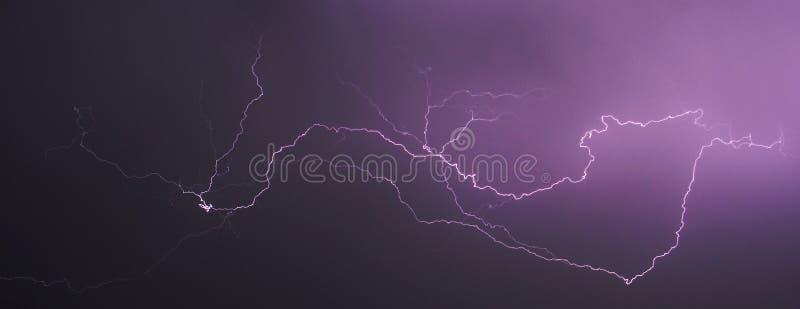 Θύελλα και αστραπή τη νύχτα ΙΙ , περίληψη στοκ εικόνα