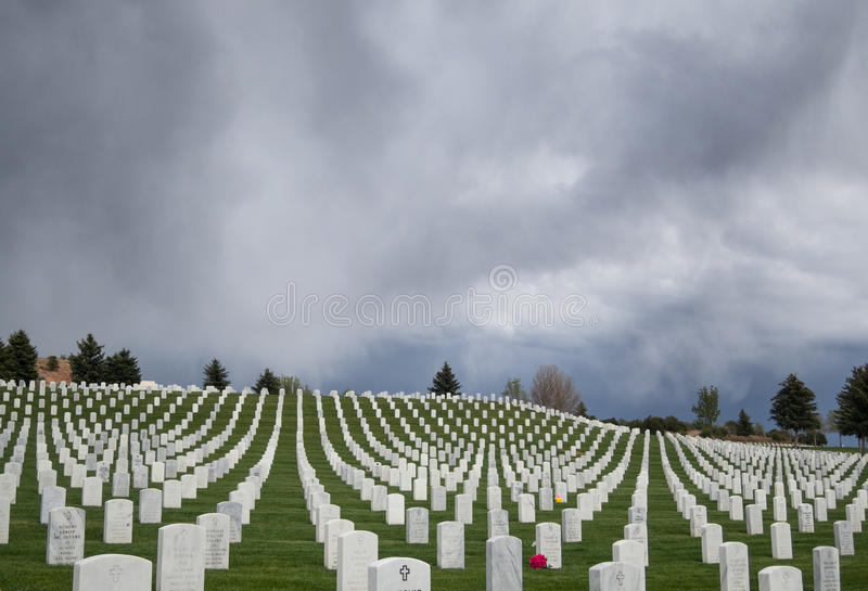 Θύελλα πέρα από το νεκροταφείο στοκ εικόνα με δικαίωμα ελεύθερης χρήσης