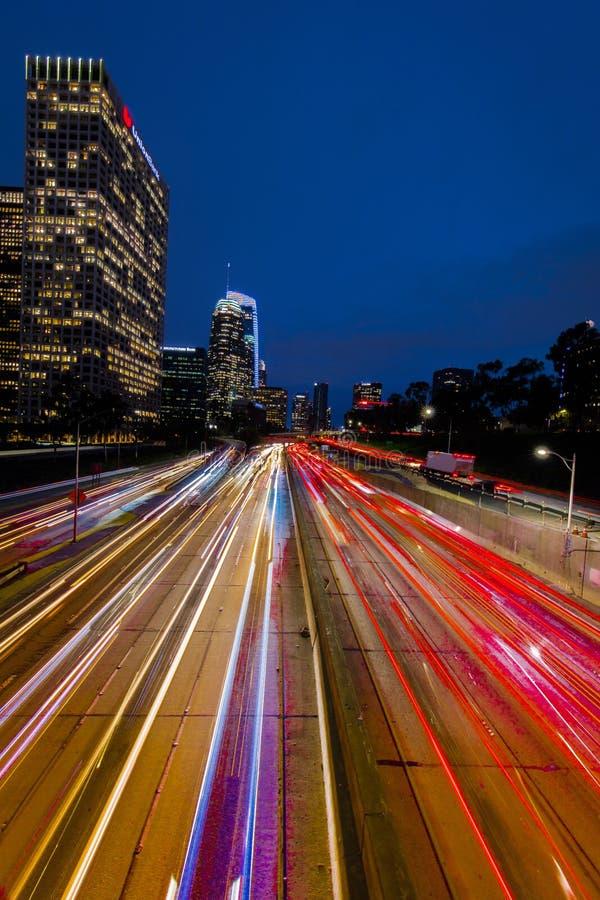 20 ΙΑΝΟΥΑΡΊΟΥ 2019, ΛΟΣ ΑΝΤΖΕΛΕΣ, ασβέστιο, ΗΠΑ - Καλιφόρνια 110 νότος οδηγεί στο στο κέντρο της πόλης Λος Άντζελες με τα ραβδωμέ στοκ φωτογραφία