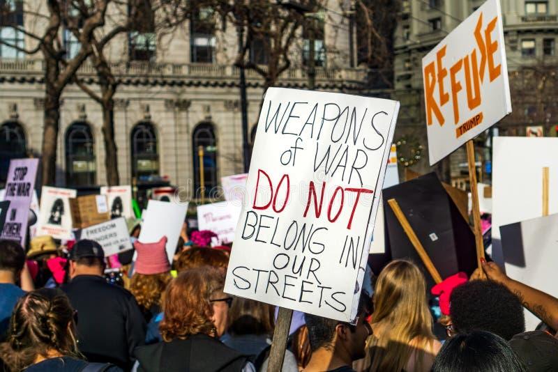 19 Ιανουαρίου 2019 Σαν Φρανσίσκο/ασβέστιο/ΗΠΑ - ο συμμετέχων μέχρι τον το Μάρτιο των γυναικών κρατά το σημάδι δικαιωμάτων πυροβόλ στοκ εικόνες με δικαίωμα ελεύθερης χρήσης