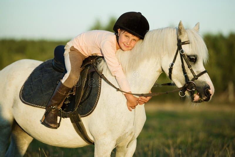 διανυσματικές δυτικές άγρια περιοχές σειράς ιππασίας κοριτσιών σχεδίων στοκ εικόνα