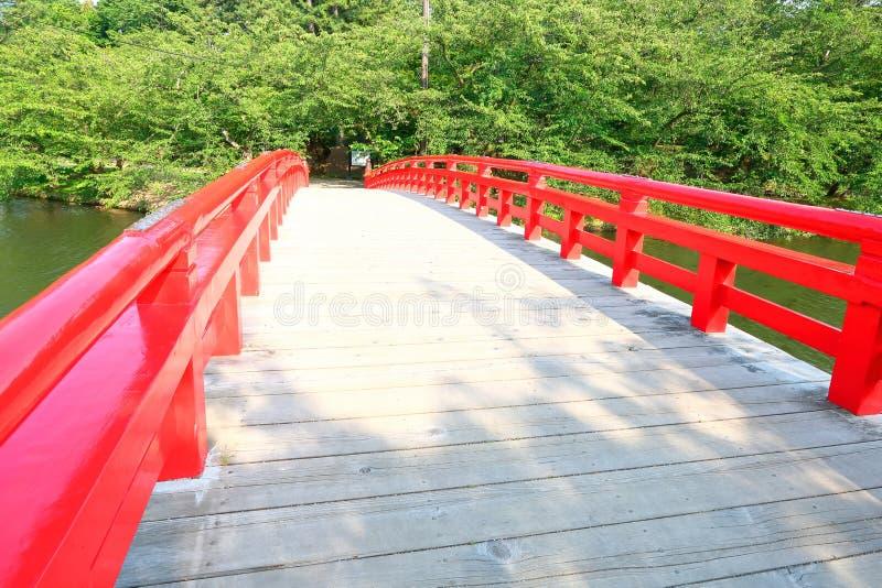 Ιαπωνία: Ξύλινη γέφυρα στο ιαπωνικό πάρκο στοκ φωτογραφίες με δικαίωμα ελεύθερης χρήσης