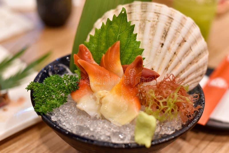 Ιαπωνικά παραδοσιακά τρόφιμα, εύγευστα φρέσκα sashimi θαλασσινά στοκ φωτογραφία με δικαίωμα ελεύθερης χρήσης