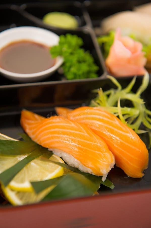 Ιαπωνικά σούσια τροφίμων στοκ φωτογραφία
