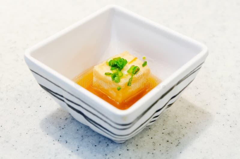 Ιαπωνικά τρόφιμα στο άσπρο φλυτζάνι στοκ εικόνες