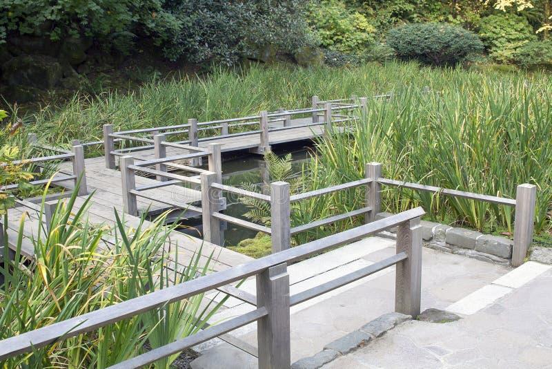 Ιαπωνική γέφυρα ποδιών κήπων στοκ εικόνες