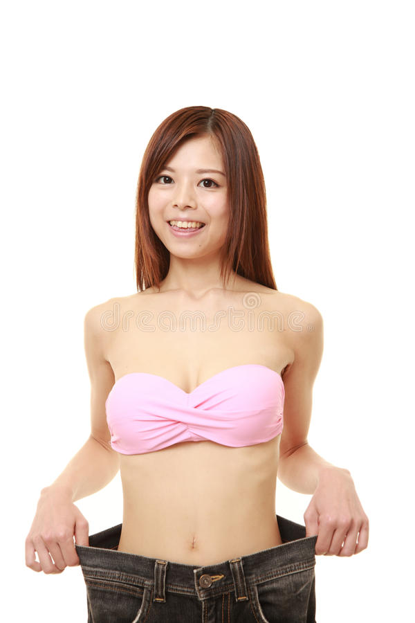 Ιαπωνική γυναίκα στο μεγάλο εσώρουχο μετά από να χάσει το βάρος στοκ φωτογραφίες