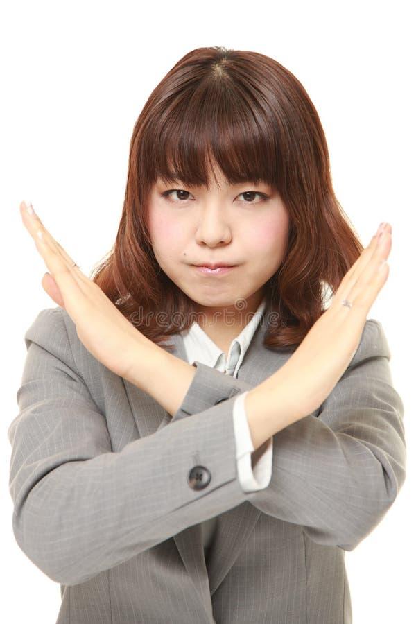 Ιαπωνική επιχειρηματίας που δεν παρουσιάζει ΚΑΜΙΑ χειρονομία στοκ εικόνα με δικαίωμα ελεύθερης χρήσης