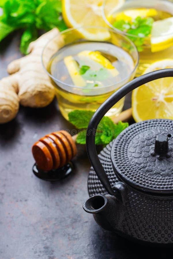 Ιαπωνική κινεζική teapot τσαγιού μέντα λεμονιών στοκ φωτογραφία