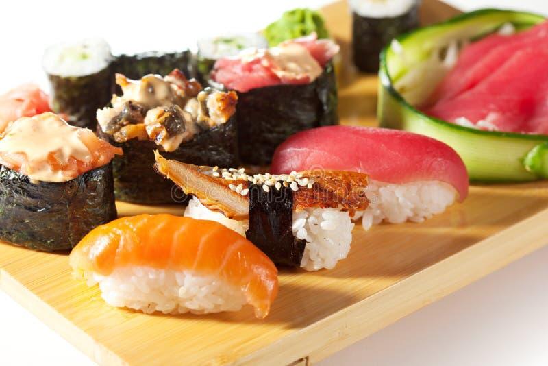 Ιαπωνική κουζίνα - σύνολο σουσιών στοκ εικόνες