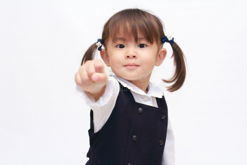 Ιαπωνικό βράχος-χαρτί-ψαλίδι παιχνιδιού κοριτσιών στον επίσημο βράχο ένδυσης στοκ εικόνες με δικαίωμα ελεύθερης χρήσης