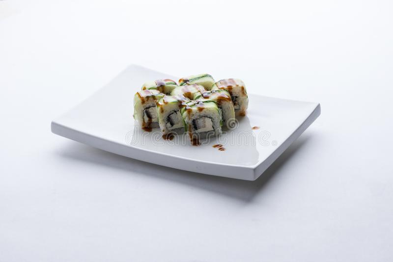 Ιαπωνικό εστιατόριο τροφίμων, gunkan πιάτο ρόλων maki σουσιών ή σύνολο πιατελών Σύνολο και σύνθεση σουσιών στοκ φωτογραφία με δικαίωμα ελεύθερης χρήσης
