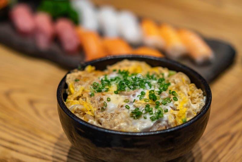 Ιαπωνικό ρύζι με το κοτόπουλο και το αυγό Donburi ή oyakodon στοκ φωτογραφία με δικαίωμα ελεύθερης χρήσης