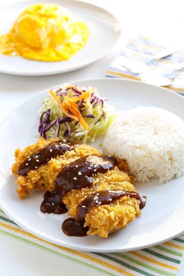 Ιαπωνικό τηγανισμένο Tonkatsu χοιρινό κρέας τροφίμων στοκ φωτογραφίες