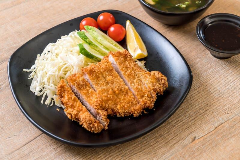 Ιαπωνικό τσιγαρισμένο cutlet χοιρινού κρέατος (tonkatsu καθορισμένο) στοκ εικόνες με δικαίωμα ελεύθερης χρήσης