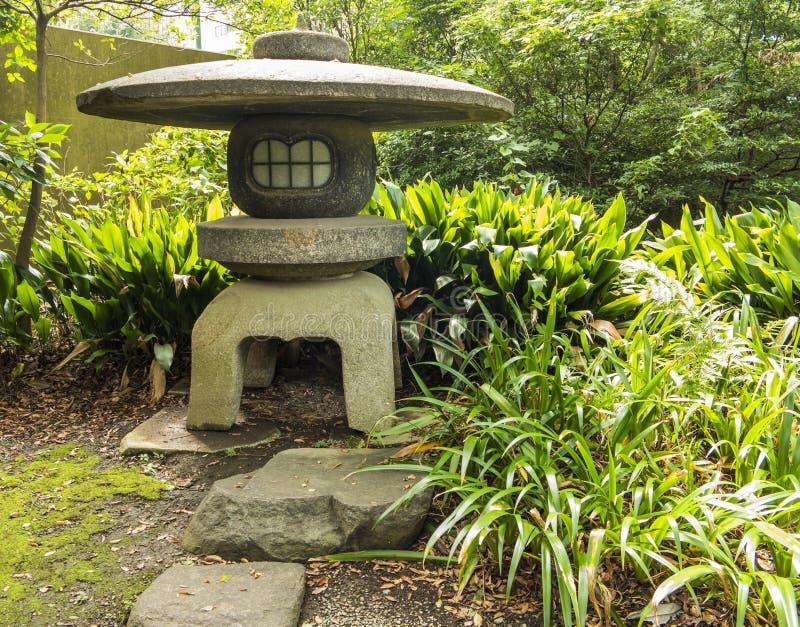 Ιαπωνικό φανάρι πετρών στοκ εικόνα με δικαίωμα ελεύθερης χρήσης