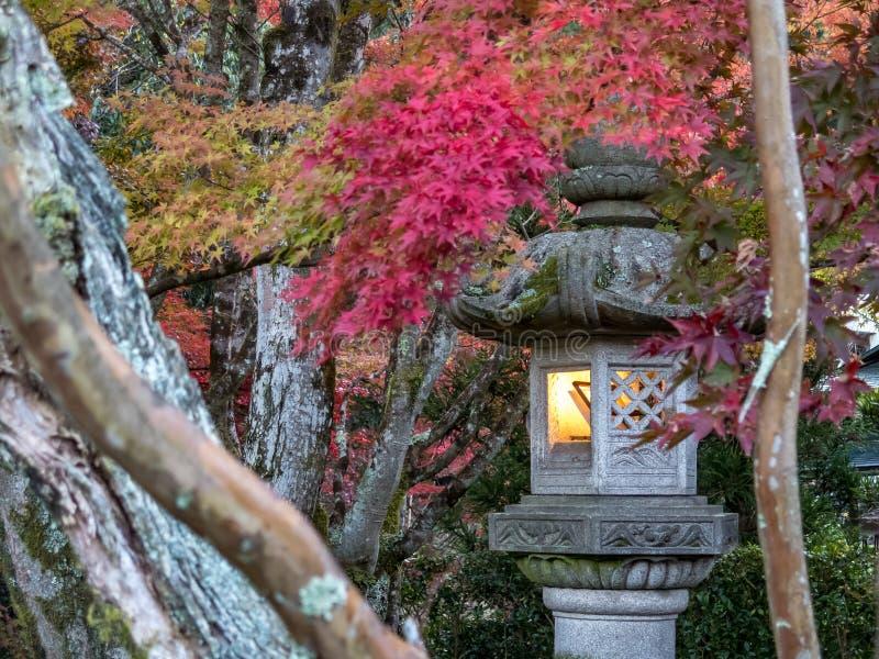 Ιαπωνικό χαρακτηριστικό φανάρι γρανίτη στοκ εικόνες