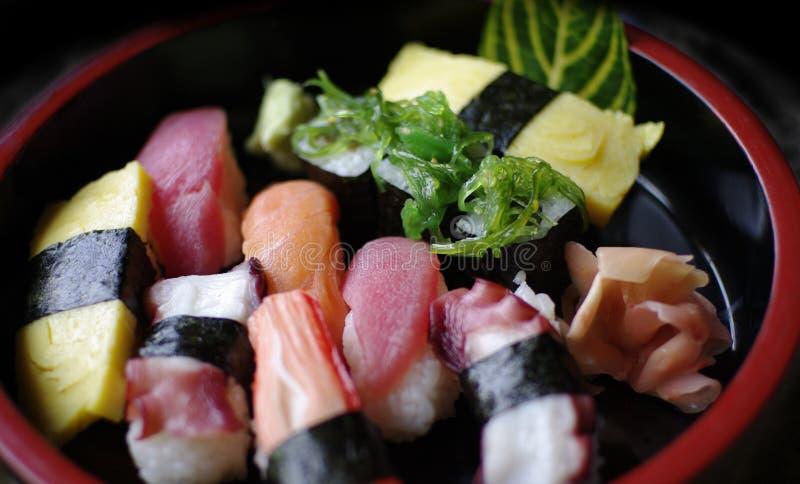 Ιαπωνικό nigiri σουσιών τροφίμων στοκ φωτογραφίες